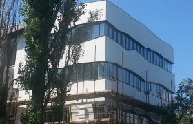 Ďalší kúsok budovy sa ukazuje…
