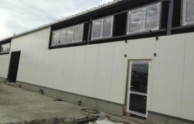 Nové okenné výplne vsadené do atypického roštu