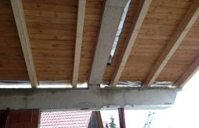 Z výstavby – Obrátená skladba šikmej strechy v obývačke odspodu