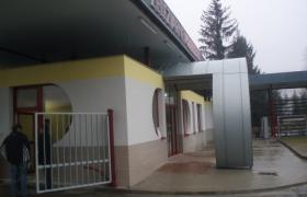 Pohľad zvonku areálu